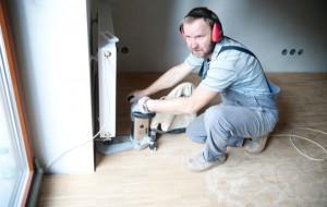 Dřevěné podlahy: broušení dřevěných hran