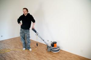 leštění dřěvěnné podlahy