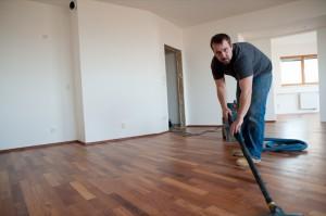 Dřevěné podlahy bez prachu, vysavač v akci