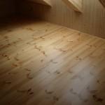 Podlaha v podkroví: borovice severská
