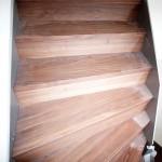 Napojení schodiště - dřevěná podlaha ( Americký ořech)